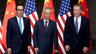 Ticaret savaşının baş aktörleri Çin ve ABD, Trump'ın sert mesajları gölgesinde masaya oturdu