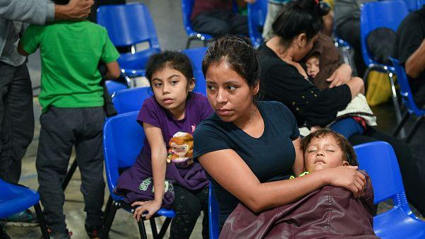 Amerikan yönetimi Meksika sınırında 900 çocuğu ailesinden ayırdı