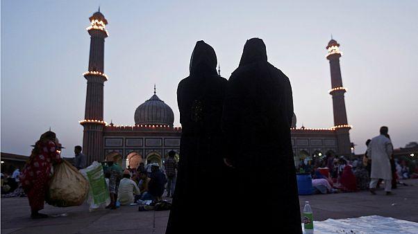 """البرلمان الهندي يجرم الطلاق البائن الشفهي """"بالثلاثة"""" عند المسلمين"""