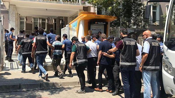 'FETÖ' operasyonunda gözaltına alınanlar adliyeye getirildi.