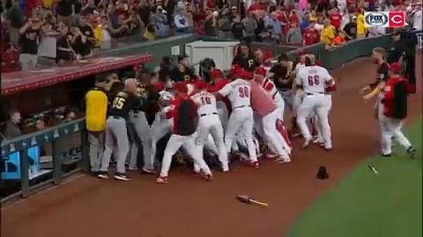 Ξύλο σε αγώνα μπέιζμπολ