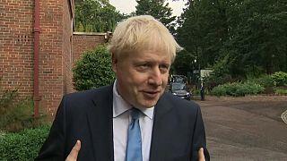 """Boris Johnson visita Irlanda del Norte y niega que un Brexit """"duro"""" suponga una frontera física"""