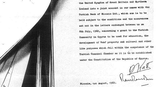 Οι υπογραφές των Φαζίλ Κουτσούκ και Ραούφ Ντενκτάς στην απόδειξη παραλαβής μισού εκατομμυρίου Στερλινών από τη βρετανική κυβέρνηση για την λεηλάτηση των τ/κ περιουσιών