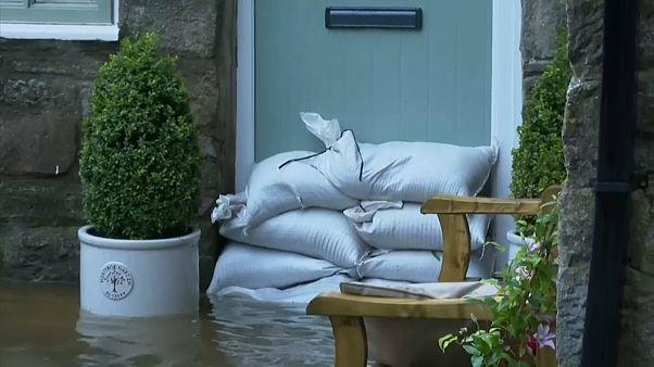 شاهد: فيضانات مفاجئة تضرب شمال المملكة المتحدة