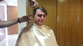 شاهد: الرئيس البرازيلي يلغي موعده مع وزير الخارجية الفرنسي لانشغاله بقص شعره!
