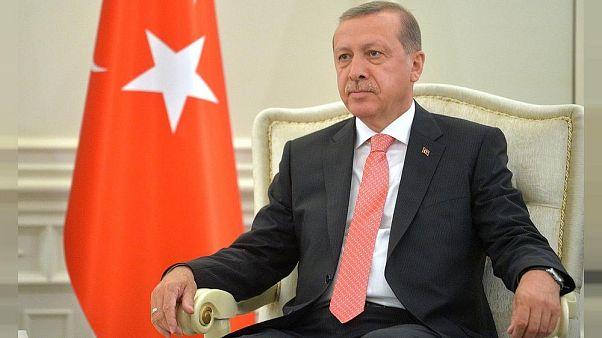 Cumhurbaşkanı Erdoğan'a hakaret içeren şiirin bazı bölümlerinin okunmasının yasaklanması onandı