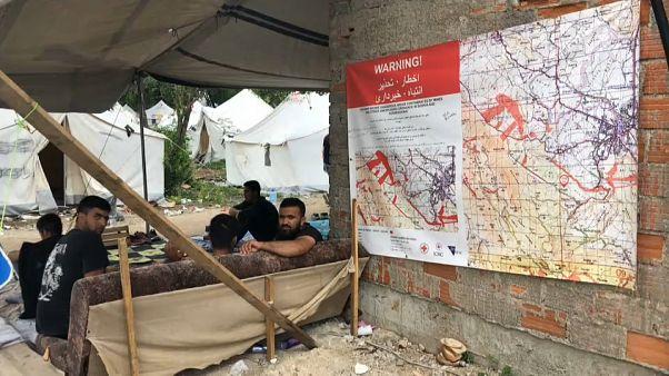Áram és bolt nélkül, hat hete élnek ötszázan a bihácsi erdőben
