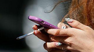 سرقت گوشی تلفنهمراه با تعارف سیگار سمی