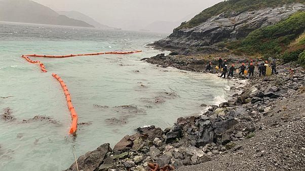 40.000 litros de diesel amenazan un ecosistema único de la isla Guarello en Chile