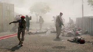 Véres támadást intéztek a húszik egy katonai parádé ellen Jemenben