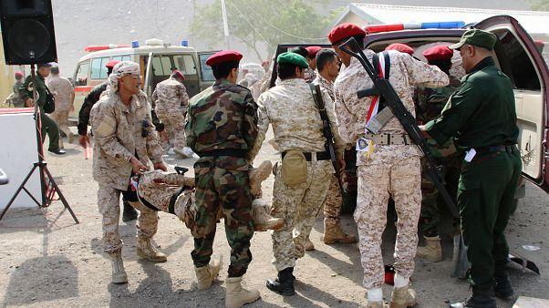در دو حمله جداگانه به بندر عدن دهها مامور پلیس  و ارتش یمن کشته و زخمی شدند