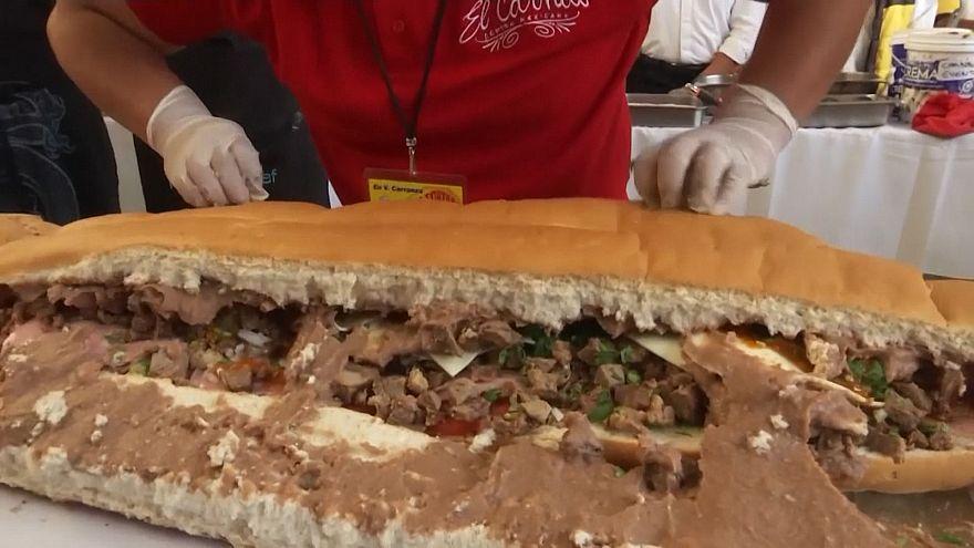 تهیه ساندویچ عظیم ۷۲ متری در مکزیکوسیتی