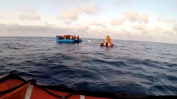 """Que futuro para os migrantes a bordo do navio """"Alan Kurdi""""?"""