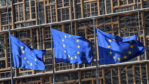 ابراز تاسف اتحادیه اروپا از تحریم ظریف: به همکاری با وزیر خارجه ایران ادامه میدهیم
