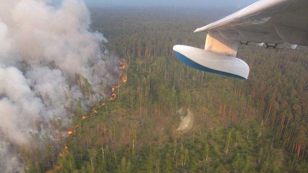 منظر جوي لحرائق غابات في روسيا يوم الخميس. صورة من وزارة الطوارئ الروسية