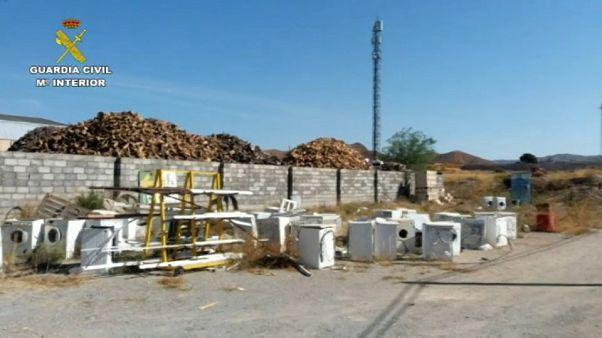 Duro castigo y penitencia ejemplar tras arrojar un frigorífico por un barranco en Almería