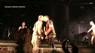 O beijo dos Rammstein contra a homofobia