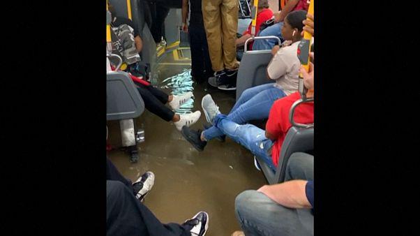 Πλημμύρισε λεωφορείο στη Νέα Υόρκη