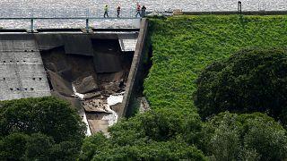 Damm bei Whaley Bridge droht zu brechen