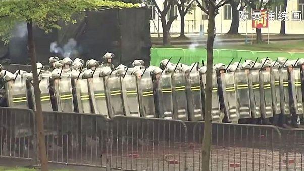 اعتراضها در هنگ کنگ؛ ارتش چین ویدئویی از مانورهای «ضد شورش» منتشر کرد