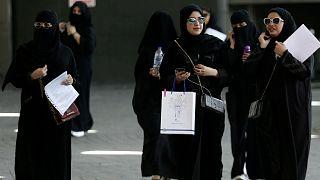 """السعودية تنهي عصر """"الولاية"""" على النساء فيما يخص السفر خارج المملكة"""