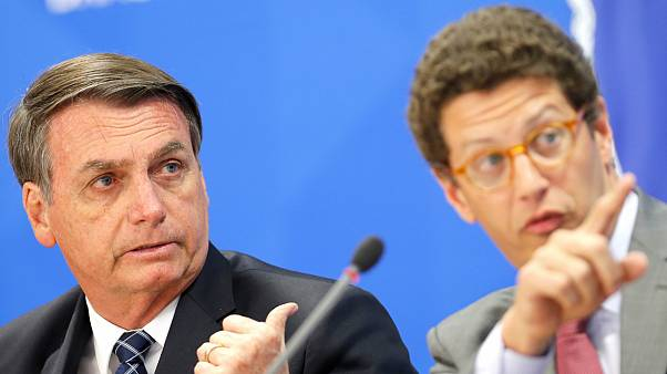 Jair Bolsonaro e o ministro do Ambiente, Ricardo Salles, rejeitam dados do INPE