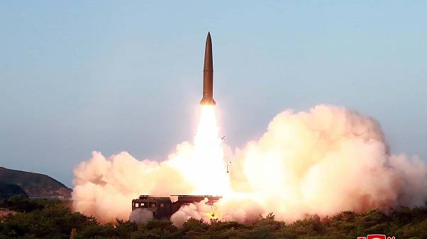 صورة لصاروخ قامت بإطلاقه كوريا الشمالية