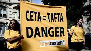 اعتراض به توافق تجاری اروپا و کانادا در پاریس