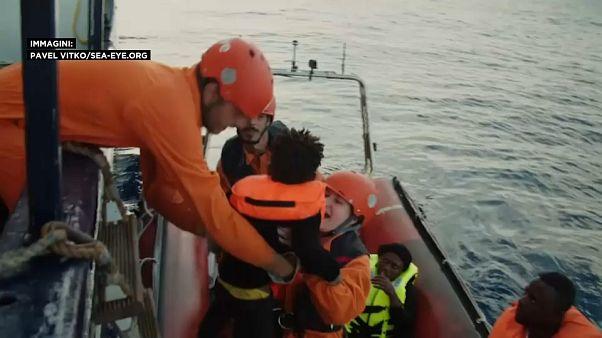 Διάσωση μεταναστών στη Μεσόγειο - Πόλεμος Σαλβίνι με ΜΚΟ