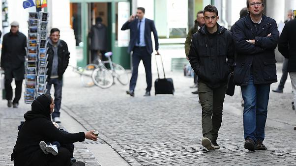 Avrupa sokaklarında çok sayıda çocuk, kadın ve erkek dilenciler dikkati çekiyor. Brüksel bunlardan birisi.