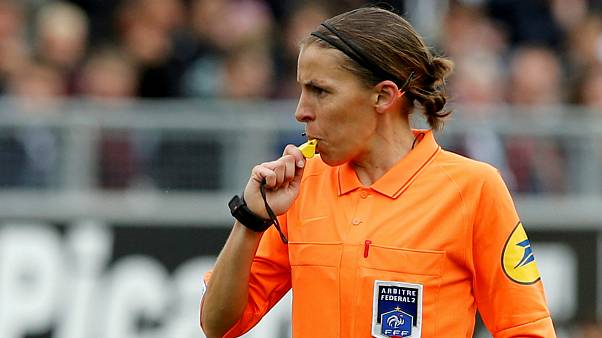 Una mujer para arbitrar la Supercopa masculina de fútbol en Estambul