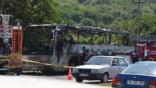 Balıkesir'de, Balıkesir-Edremit kara yolu Gökçeyazı Mahallesi mevkisinde bir yolcu otobüsünde çıkan yangında ilk belirlemelere göre 5 kişi hayatını kaybetti