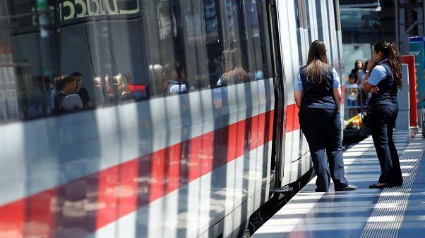 إغلاق محطة القطارات الرئيسية في فرانكفورت ودعوة المواطنين للابتعاد عن المحطة