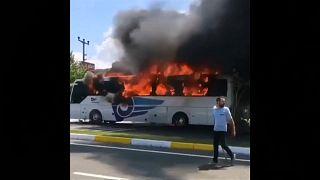 مقتل 5 وإصابة 15 في حريق حافلة بشمال غرب تركيا
