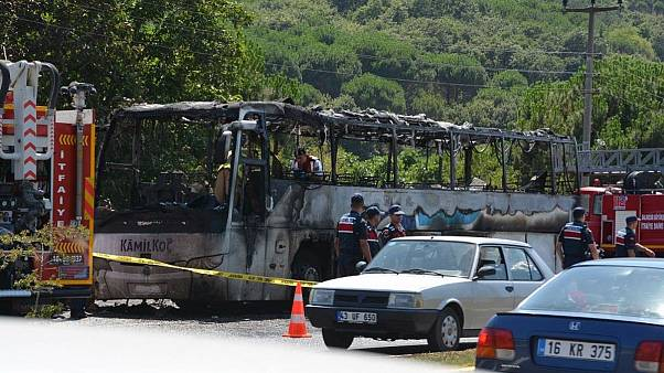 آتش گرفتن اتوبوس بین شهری در ترکیه؛ دستکم ۵ نفر کشته شدند