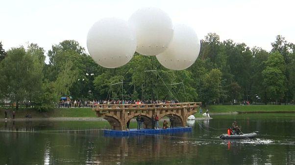 Federleicht: Fliegende Brücke in Moskau