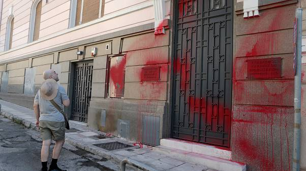 Επίθεση με μπογιές στα γραφεία τοπυ ΣΕΒ πραγματοποιησαν το μεσημέρι μέλη του ΡουβΊκωνα , Κυριακή 21 ΙουλΊου 23019. ΑΠΕ-ΜΠΕ/ΑΠΕ-ΜΠΕ/Παντελής Σαίτας
