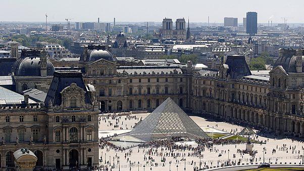 A szelfizők miatt nem lehet bejutni a Louvre-ba