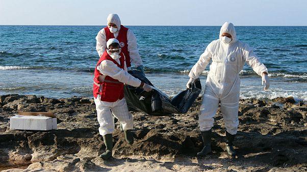 کشف اجساد ۲۰ تن دیگر از مهاجران قایق واژگون شده در سواحل لیبی