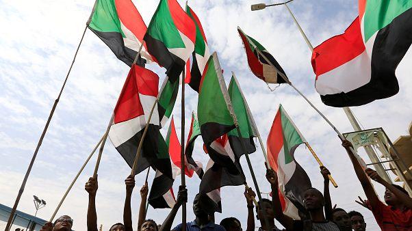 Sudan: Askerler ile muhalifler geçiş dönemi hükümetinin yetkilerini düzenleyen metinde uzlaştı