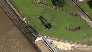 Boris Johnson annonce la reconstruction du barrage de Whaley Bridge