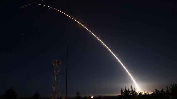 إطلاق صاروخ باليستي عابر للقارات غير مسلح خلال اختبار تشغيلي من قاعدة فاندنبرغ الجوية في كاليفورنيا في 2016