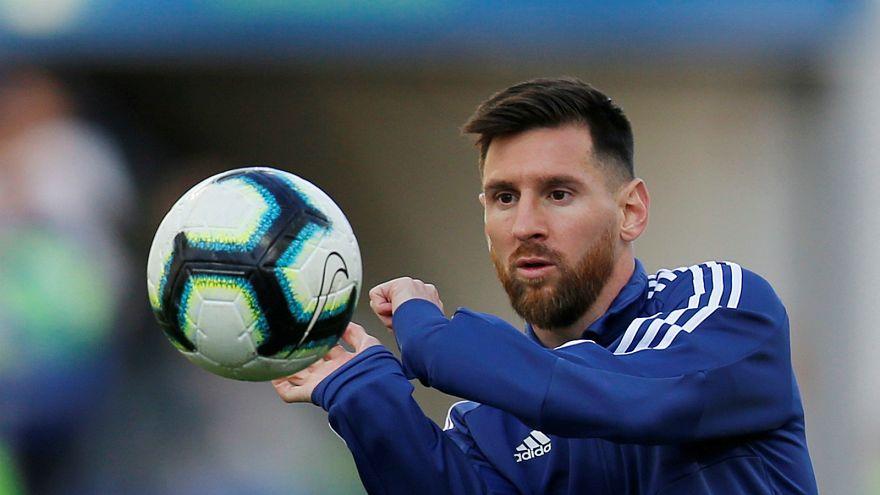 Yıldız futbolcu Lionel Messi'ye 3 ay uluslararası turnuvalardan men cezası