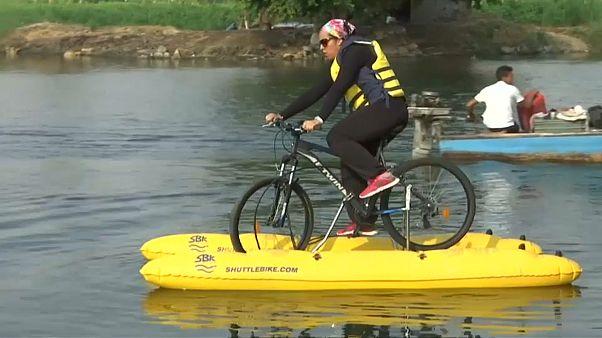 شاهد: الدراجة النيلية ابتكار مصري للتنقل بين ضفتي نهر النيل