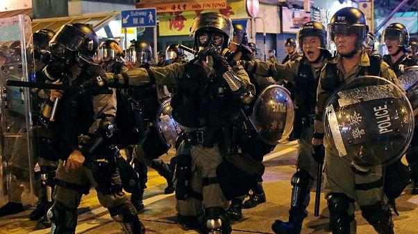 احتجاجات مناوئة للحكومة وأخرى مؤيدة للشرطة في هونغ كونغ