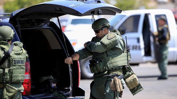 أفراد من القوات الخاصة الأمريكية عند موقع إطلاق نار في مدينة إل باسو بولاية تكساس