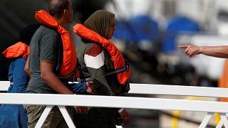 Partra szálltak Máltán a menekültek