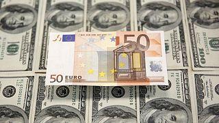 افت ۵.۳ درصدی نرخ دلار؛ گرانفروشی یورو در بازار ایران فراگیر شد