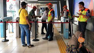 Endonezya'da elektrik kesintisi: Trenler aniden durdu, telefon hatları ve trafik ışıkları çalışmıyor