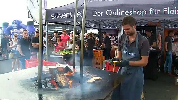 شاهد: عشاق اللحوم يلتقون في البطولة الوطنية للشواء بألمانيا
